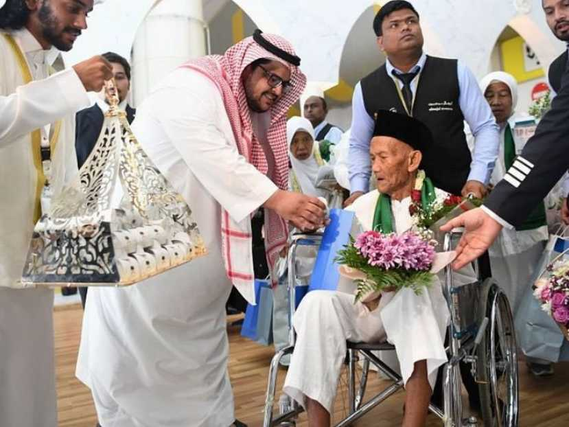 130-Year-Old Indonesian Man Arrives Makkah for Hajj